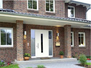 Fenster und Türen von rekord geben dem Haus ein Gesicht