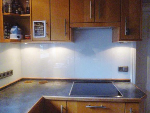 Glasverkleidungen schützen ihre Wände vor Küchenschmutz