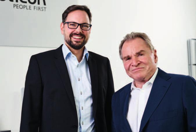 Oticon-Markenbotschafter Fritz Wepper zu Besuch bei Per Zacho in der Halstenbeker Filiale