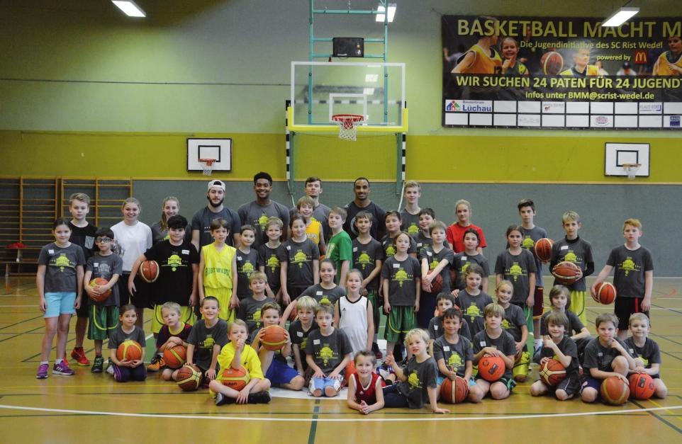 In der Gruppe den Basketballsport entdecken