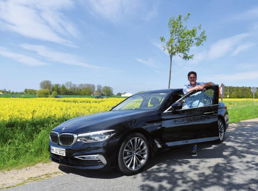 KLÖNSCHNACK-Redakteur Schwalbach mit 5er BMW auf derRückfahrt von einem Ausflug an die See