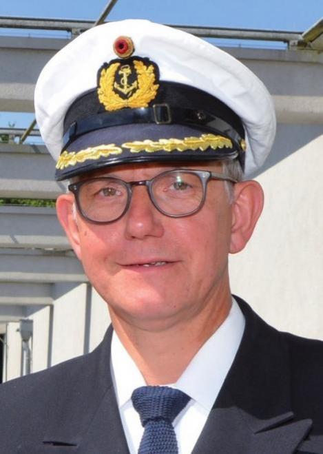 Kapitän zur See Giss überbrachte 4.559 Euro
