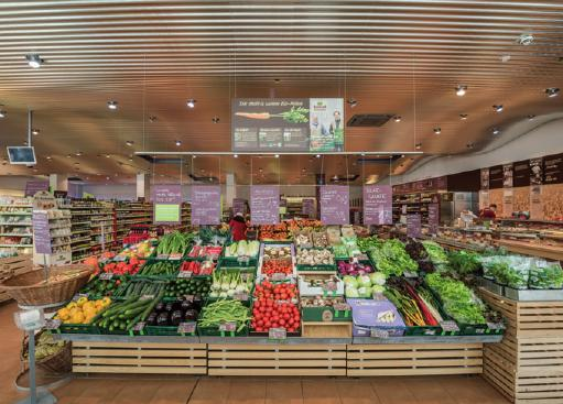"Blick in den neuen ""Super Natur Markt"""