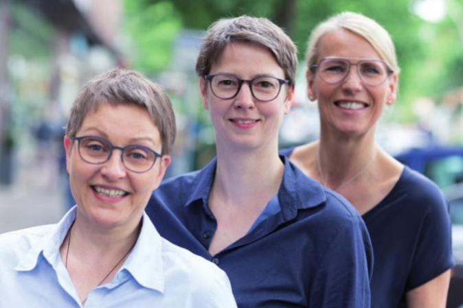 Das Team von MottigOptik: Katrin Ellmer, Vilma Mottig und Eike Förster FOTO: ©TOM TWARDY FOTOGRAFIE