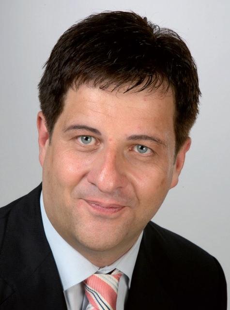 Harnald Henze, Wirtschaftsprüfer und Steuerberater, Tel. 688 77 21-0