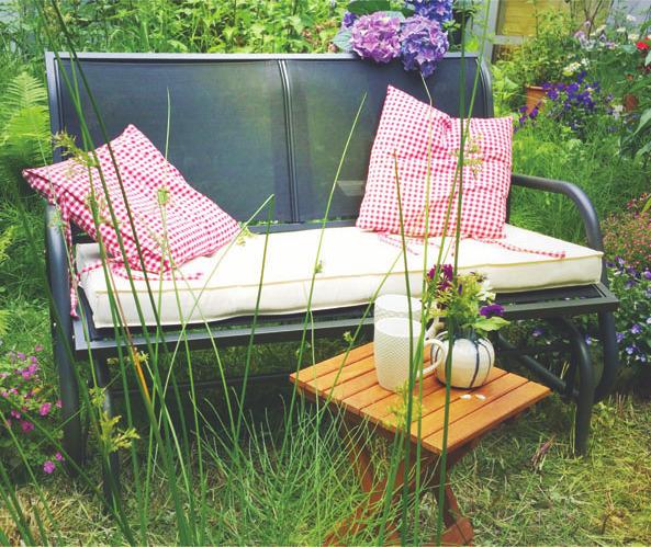 Glider Chairs, swingende Bänke