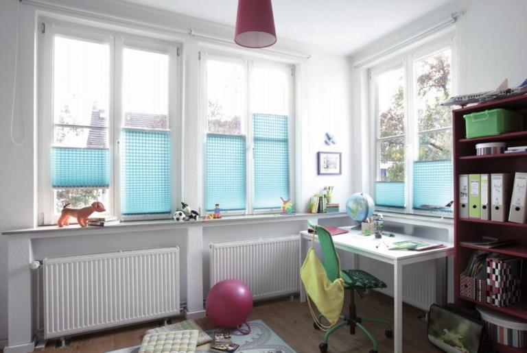 Für alle Fenstertypen fertigt Jaloucity Maßplissees an