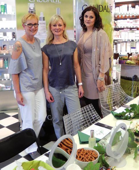 Apothekerin Simone Kolberg, Kosmetikerin Beate Biller und die Gebietsleiterin von Caudalie, Charlott Herzog, führten durch die Beauty School von Caudalie (v. l.n.r.)