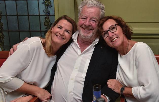 Stefanie von Carlsburg (Haspa), Hans Duncker (Gast aus Kapstadt), Sigrid Lukaszczyk (Verlagsleitung Klönschnack) amüsierten sich prächtig