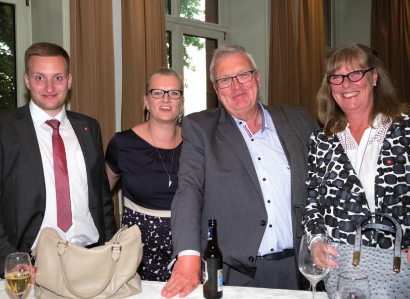 Rouven Andresen und Birte Dettmers (FRS) mit Dr. Stefan Behn und Ehefrau Petra