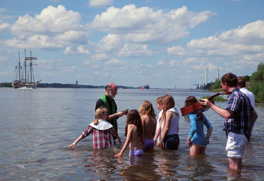 Taufe am Elbstrand FOTO: FLORIAN SCHRÖTER