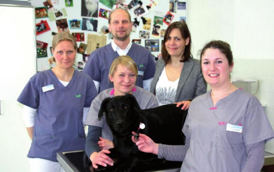 Tierarzt Dr. Jens Freund und sein Team
