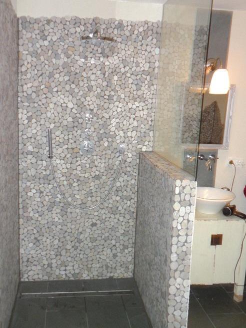 Barrierefreie Dusche mit Handbrause und Teller brausekopf