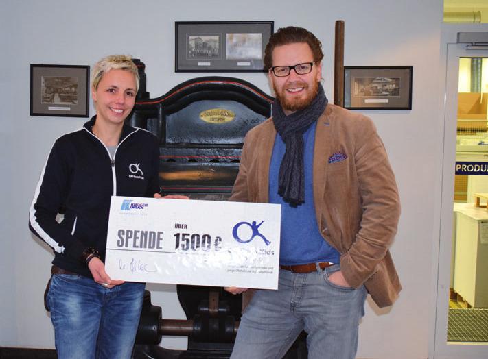 Benthe-Müller von den Off Road Kids mit Michael Hafemann, Geschäftsführer der Kröger Druck GmbH