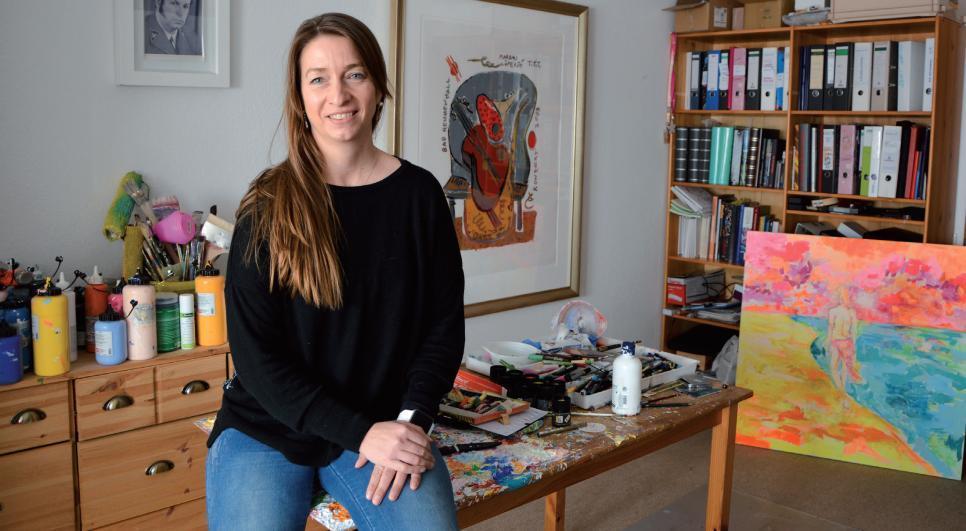 Die Künstlerin in ihrem Atelier in Wedel, mit dem Einfluss von Markus Lüpertz im Rücken