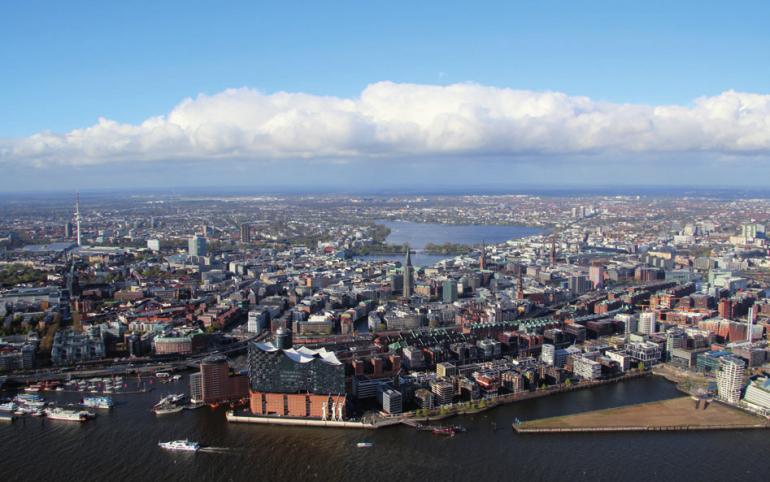 Genießen Sie den Blick von Oben über Hamburg