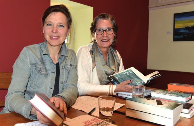 Astrid Henning und Andrea Westerkamp empfahlen ebenso heiter wie sachkundig neue Bücher