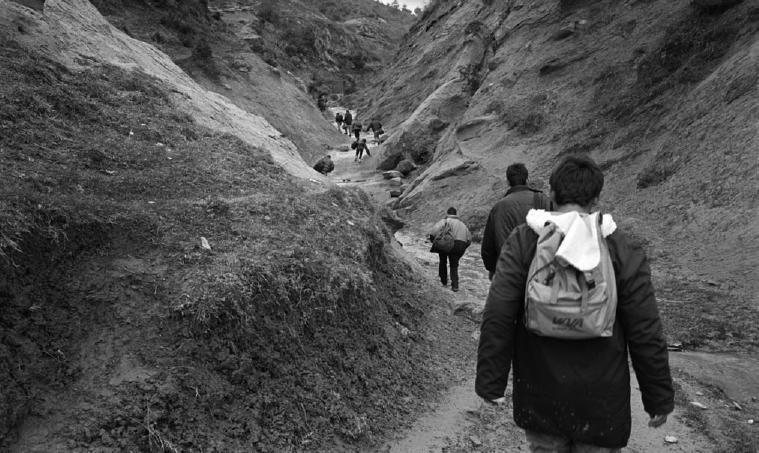 Szenen einer Flucht: Poncara, Albanien, nahe der albanisch-griechischen Grenze FOTO: AD VAN DENDEREN