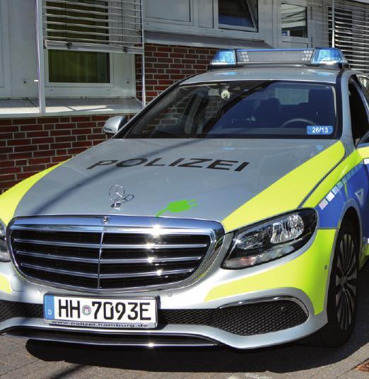 Der große Stolz der Wache: ein neuer Mercedes-Hybrid-Streifenwagen