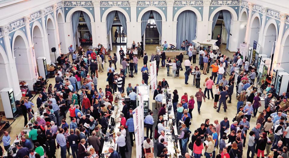 In der Handelskammer Hamburg treffen sich Weinbegeisterte zum Entdecken