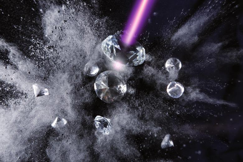 Wertvernichtung? Der Vorgang der Graphitisierung von Diamanten ließ sich erstmals für Forschungszwecke, per Röntgenlaser verfolgen FOTO: DESY, GESINE BORN
