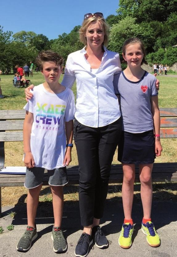 Daniela Gäthje mit den schnellsten Läufern des 23. Laufs Maxence Bourlon, Gorch-Fock- Schule und Franziska Pabsch, Maria Grün
