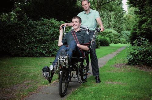 Stiftungsgründer Dr. Frank Husemann mit seinem Sohn Tim  FOTO: NELE MARTENSEN