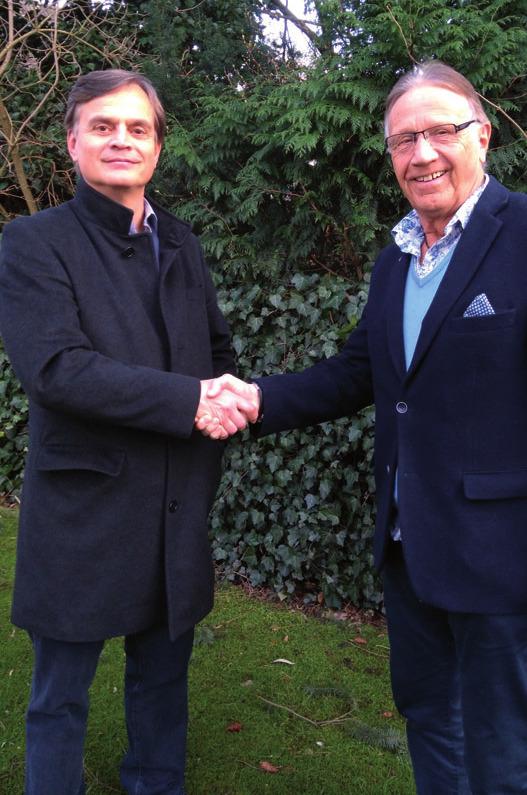 Dr. Bernd Baumann (links) gratuliertseinem Nachfolger Uwe Batenhorstzur Wahl