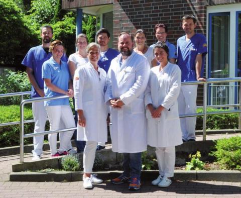 Dr. Fabian Fehlauer mit seinem Team