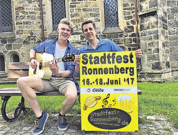 Stafero-Sprecher Gunnar Eicke (rechts) freut sich auf den Auftritt von Leon Braje aus Ronnenberg. Foto: Rabenhorst
