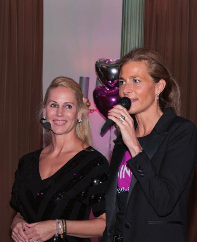 Baten zum Tanz: Pia David und Friederike Barbock-Berg, FOTO:GOMILLE
