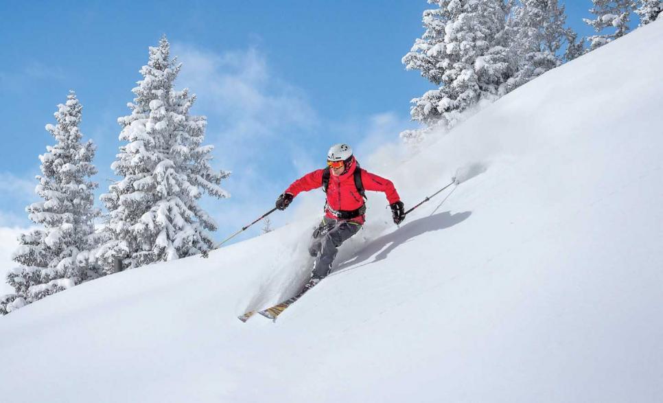 Ungespurte Tiefschneehänge – ein Erlebnis der besonderen Art für erfahrene Skifahrer. FOTO: MRGB_FOTOLIA.COM