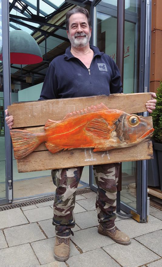 Der Blankeneser Künstler Tomas Roth stellt seine Fischskulpturen aus