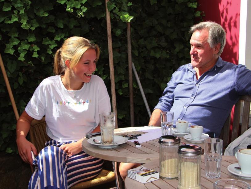 Paula Schlimper im Gespräch mit Helmut Schwalbach